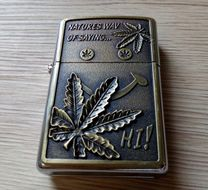 Benzínový zapaľovač Marihuana 2
