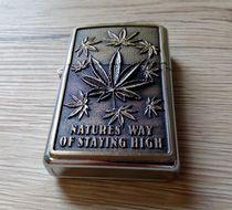 Benzínový zapaľovač Marihuana 4
