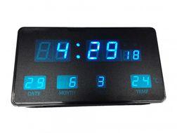 Multifunkčné digitálne hodiny s modrými číslicami