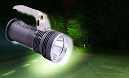 Vysoko výkonná baterka CREE LED s praktickou rúčkou