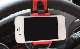 Mini držiak na volant pre smartfón